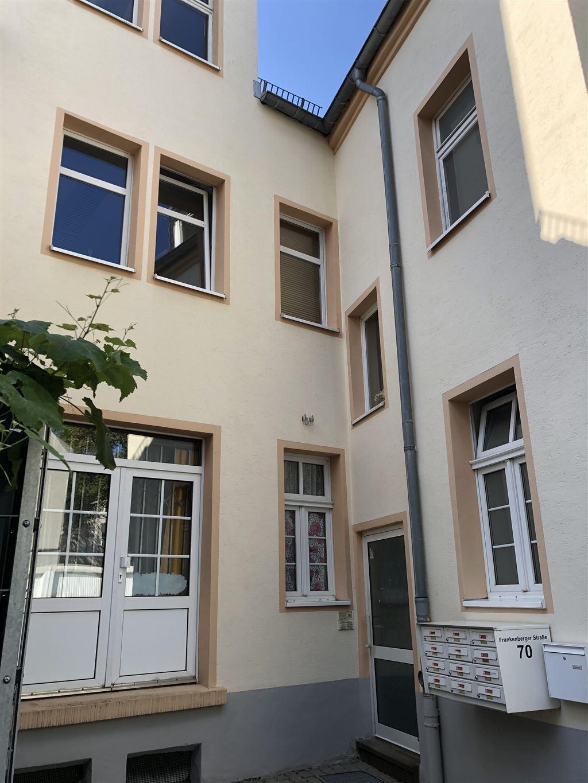Hof-Eingang Büros