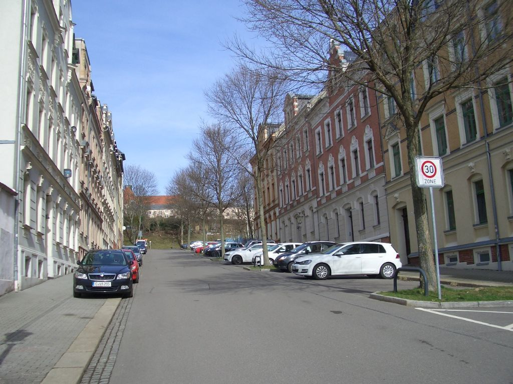 entlang der Straße
