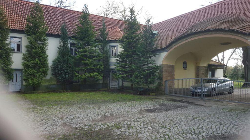 Wohnhaus (6) +Torbogen