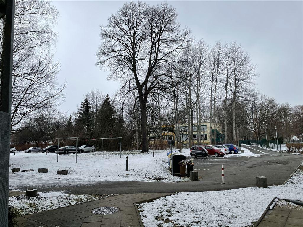 Wäscheplatz + Parkflächen